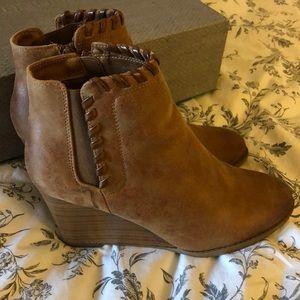 8 1/2 whip stitch tan wedge heel bootie maurices